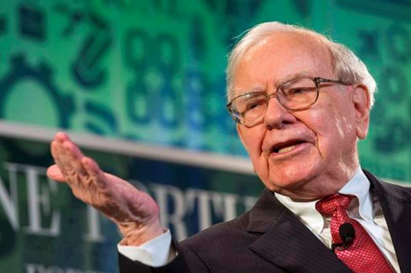 「很能夠說服人和真正發揮說服作用是不一樣的。巴菲特在年度股東大會上就做到了後者。」(取自es.fundspeople.com)