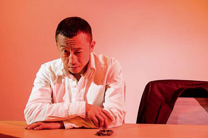從小在算命桌旁長大的楊雅喆,看盡了人的各種慾望。(圖/商業周刊提供)