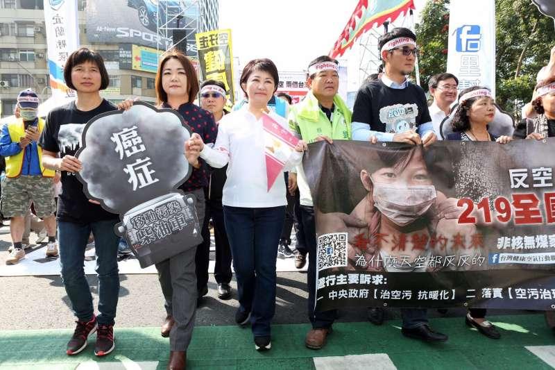 國民黨立委盧秀燕提出上今年二月即上街抗爭的照片。(圖/盧秀燕服務處提供)
