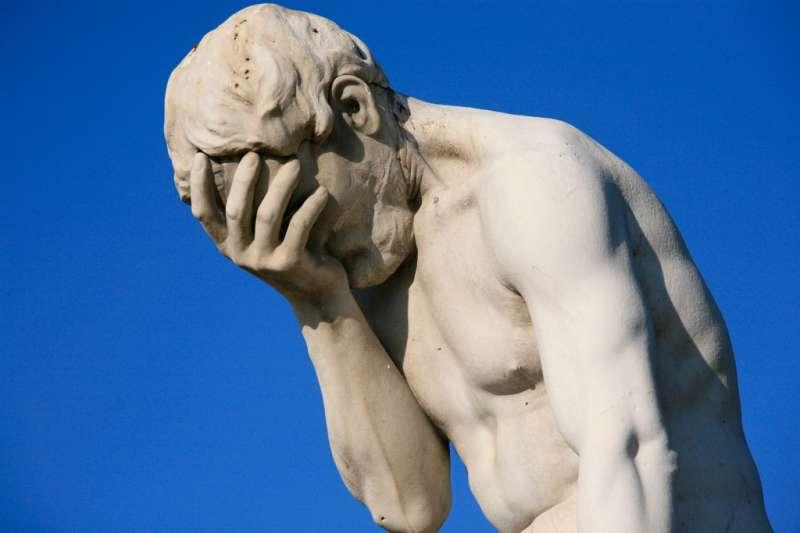英國創意團隊 Asbury & Asbury 做了一款「永恆失望日記」,討厭心靈雞湯的憤世嫉俗人必備,看完超解壓!別擔心,生活再糟也不會比這本日記糟!(圖/Alex E. Proimos @wikimedia commons)