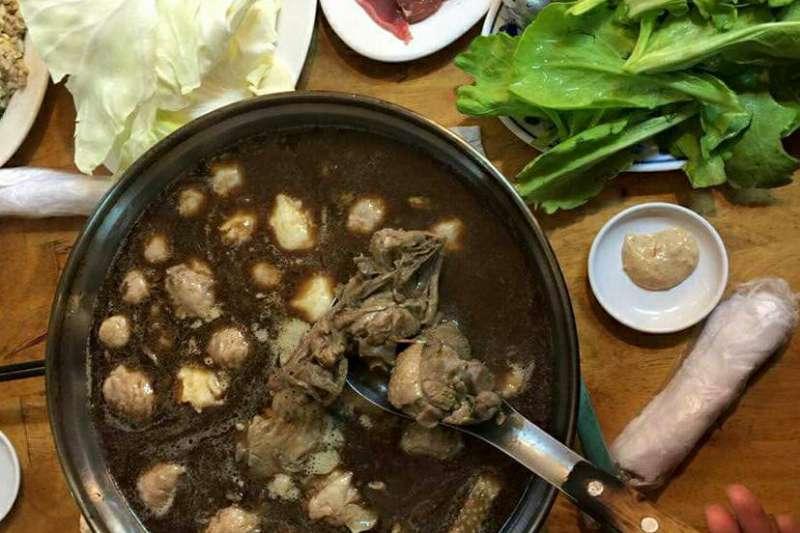 火鍋就是專屬於冬天的食物,天寒地凍之時,能夠來碗熱湯,那是最幸福的事。(圖/新店區 阿蘭姊薑母鴨@facebook)