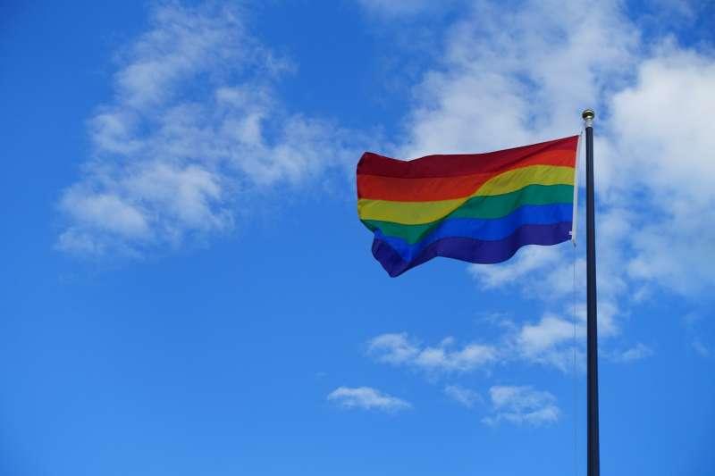 奧地利憲法法院5日宣佈,現行的法規歧視同性伴侶,違反反歧視原則,裁定奧地利同性伴侶自2019年起可以締結合法婚姻。(pixabay)
