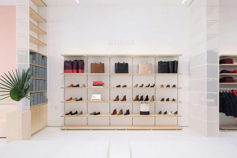Everlane的品牌理念講究簡約、舒適、高質感,不只傳遞服裝時尚,還提倡生活美學。(圖/取自 Dezeen,瘋設計提供)