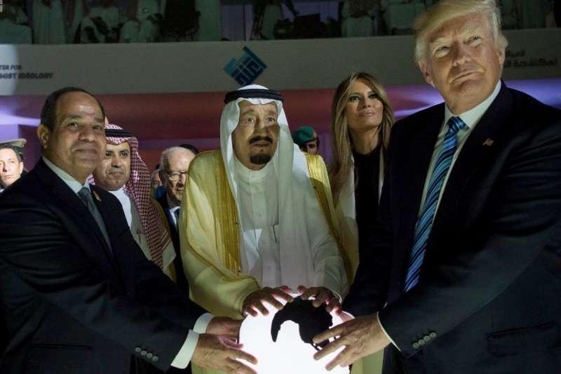 美國承認耶路撒冷是以色列首都,沙烏地和埃及表面譴責,實際上不會有反制作為;圖為美國總統川普、埃及總統塞西(左)及沙烏地國王薩勒曼(AP)