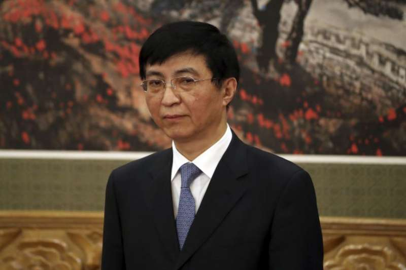 中共十九屆政治局常委王滬寧在人民大會堂的媒體見面會上。(美國之音)