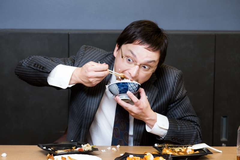 為什麼天氣一變冷,人的食慾就跟著大增呢?(圖/すしぱく@pakutaso)