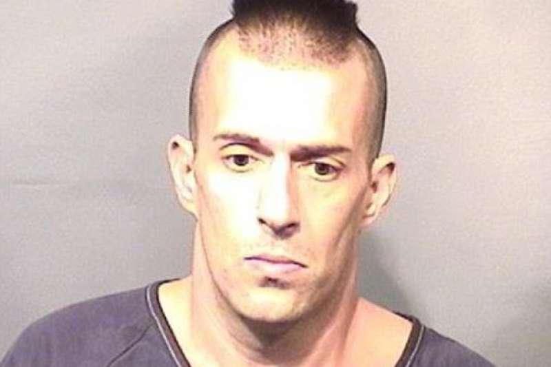 佛羅里達州男子沃爾夫(Michael Wolfe)去年1月破窗闖入清真寺亂丟培根,法官以煽動仇恨罪重判15年徒刑。(圖/佛州警察局)