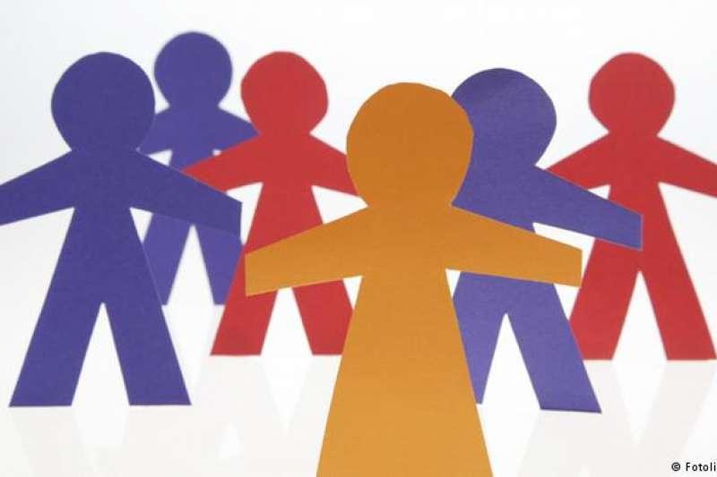 合作社(Genossenschaft) 聯合國教科文組織也把德語的「合作社」概念也列入了非物質文化遺產名錄,這是該名錄中的第一個德國內容。合作社指的是一些有共同理想和興趣的人們自願聚在一起,增加自信和個人參與。(德國之聲)