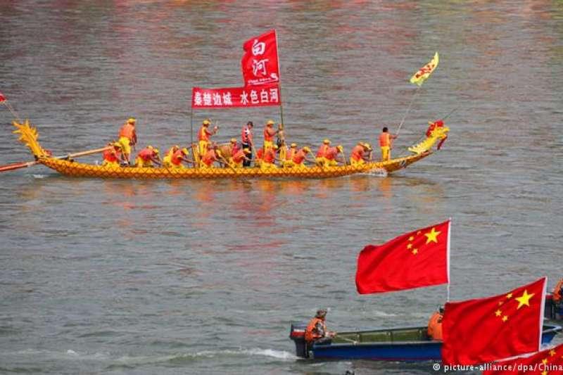 中國端午節 端午節賽龍舟的傳統習俗歷史悠久,其寓意多有祭祀之意。賽龍舟如今在中國也成為一種體育項目。(德國之聲)
