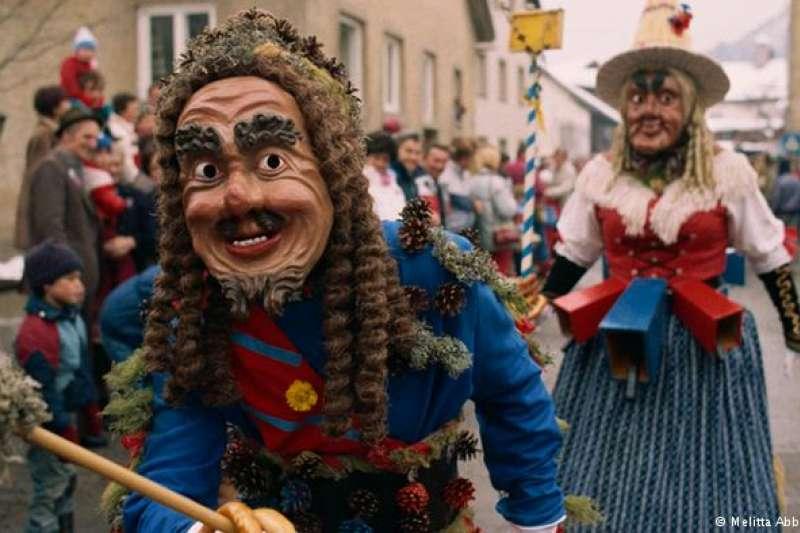 伊姆斯特狂歡節 德國人一直想把狂歡節(Karneval)列入非物質文化遺產名錄,但未能成功。奧地利人則在2012年獲得成功:蒂羅爾(Tirol)地區伊姆斯特(Imst)獨特的狂歡節習俗被列入名錄。該地區的這一節日每四年舉行一次。(德國之聲)