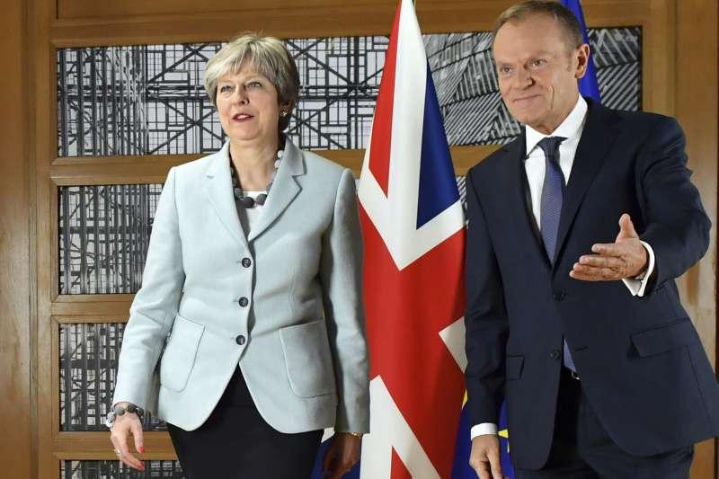 英國首相梅伊與歐洲理事會主席圖斯克。(資料照.美聯社)