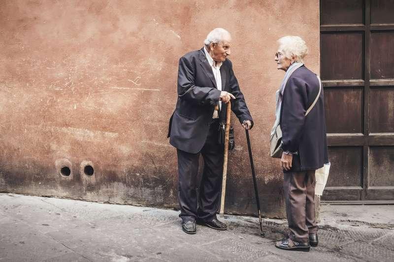 大家常常說:年輕人要有夢想,並勇於追求!那老人呢?踏出那一步,將會是一件很棒的事情。(圖/pixabay)