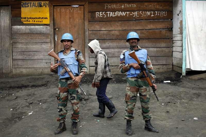 聯合國駐剛果維和部隊在東部「北基伍省」遭到武裝分子襲擊,目前至少15名維和士兵死亡。這是2012年11月底,聯合國2名維和士兵在北基伍省首府戈馬站崗(AP)