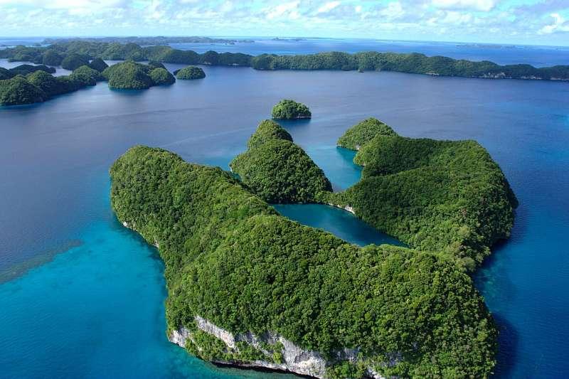 帛琉的清澈碧海與豐富的海洋生物,吸引了不少旅客前往觀光朝聖。(圖取自LuxTonnerre@Wikipedia / CC BY 2.0)