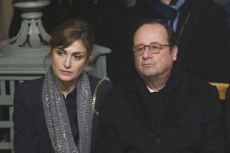 法國搖滾歌手強尼哈勒戴的追悼儀式9日在巴黎舉行,前總統奧朗德與女友茱莉.嘉耶(Julie Gayet)出席(AP)