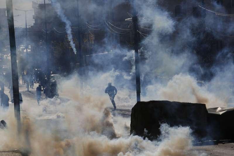 美國總統川普承認耶路撒冷為以色列首都,引爆巴勒斯坦人連日抗議,以色列軍方強烈鎮壓。(美聯社)