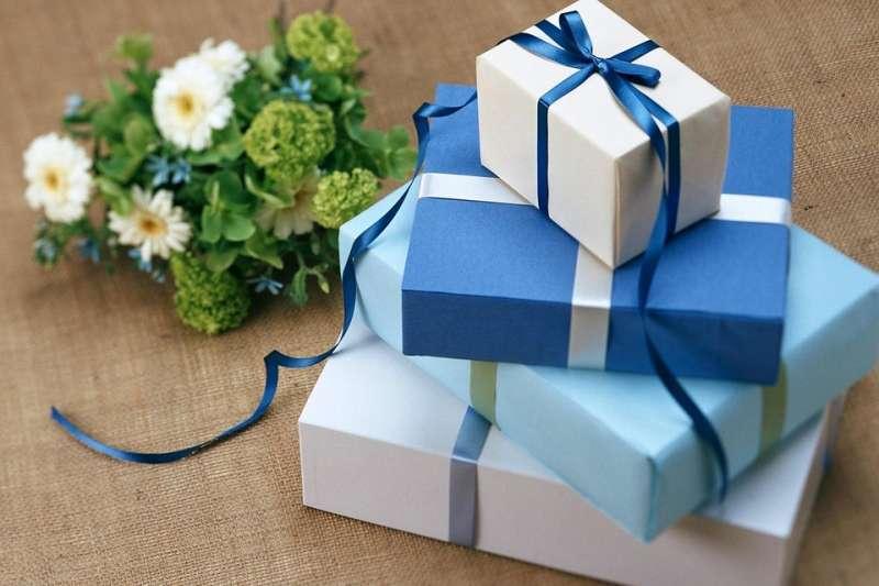 從包裝紙開始就讓對方感受到送禮的心意。(示意圖/Soledadsnp@pixabay)