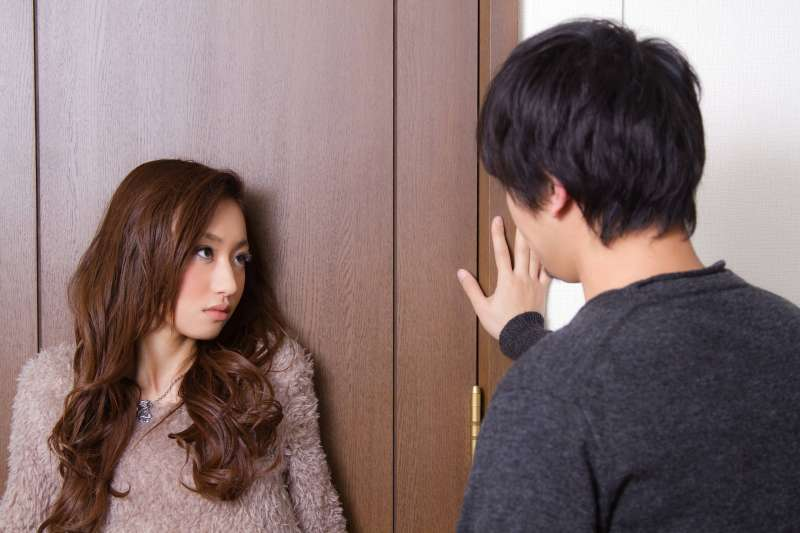 他去嫖妓都能正常勃起,唯有對老婆不行。(圖/すしぱく@pakutaso)