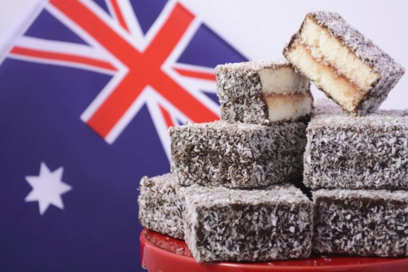 澳洲人對萊明頓蛋糕的無比鍾愛,甚至把7月21日定為「萊明頓日」。(圖/食力foodnext)