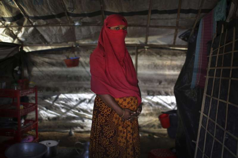 F被緬甸軍人強暴後發現自己懷孕,孕期中又再度遭到強暴。她希望孩子是個男孩,因為這個世界不歡迎女孩。(美聯社)