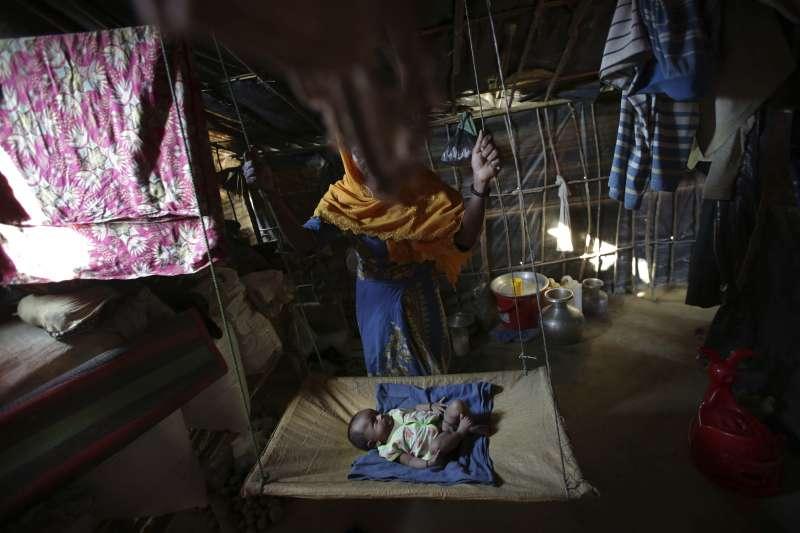 K被強暴時懷胎9月,她抵達孟加拉後誕下一名男嬰。K現在非常恐懼直升機的螺旋槳聲,她認為那上面載的都是緬甸軍人。(美聯社)