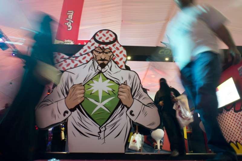 2月沙國舉辦首場動漫展,王儲穆罕默德王子被繪製成漫畫看板,立在會場。(美聯社)