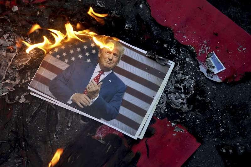 2017年12月,美國總統川普宣布承認耶路撒冷為以色列首都,並將搬遷美國大使館,引發穆斯林世界強烈抗議(AP)