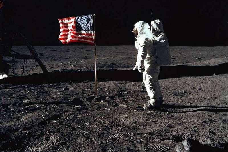 阿波羅11號為人類第一次登月任務,三位太空人分別為阿姆斯壯(Neil Armstrong)、艾德林(Buzz Aldrin)和科林斯(Michael Collins)。(Photo Credit:NASA)