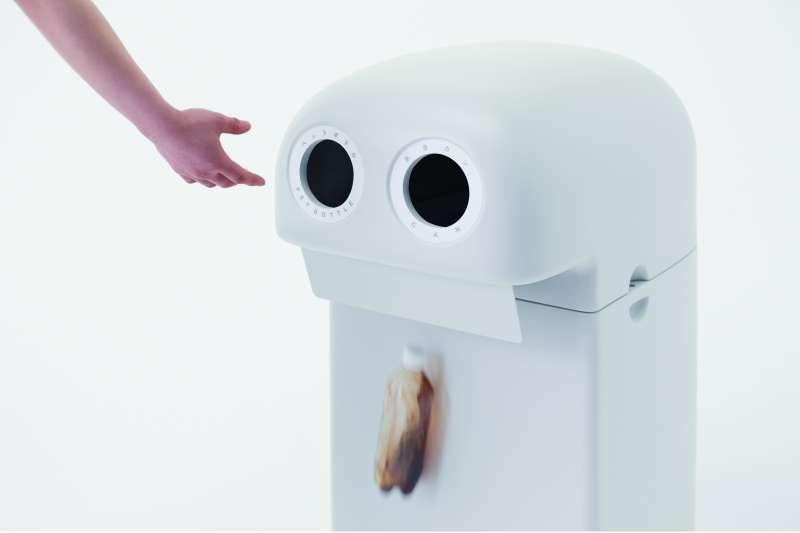 一家飲料製造商委託nendo設計事務所,重新設計自動販賣機專用的垃圾桶,儘管提案頗獲好評,但因為諸多因素,這些設計最後還是很遺憾地不被採用。  (圖/平安文化提供)