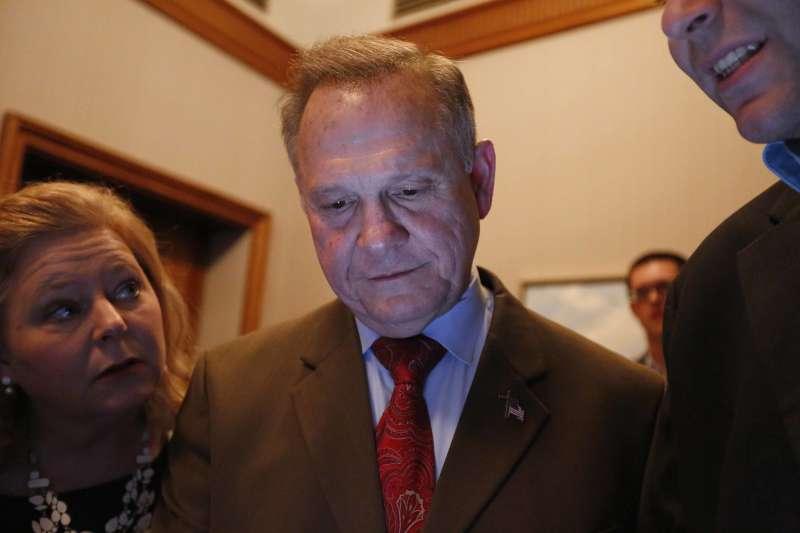 阿拉巴馬州參議員候選人摩爾宣布落選。(美聯社)