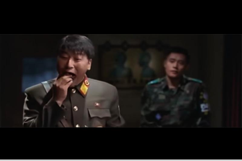 巧克力派對北韓真有這麼大的吸引力?(南韓電影《JSA安全地帶》劇照)