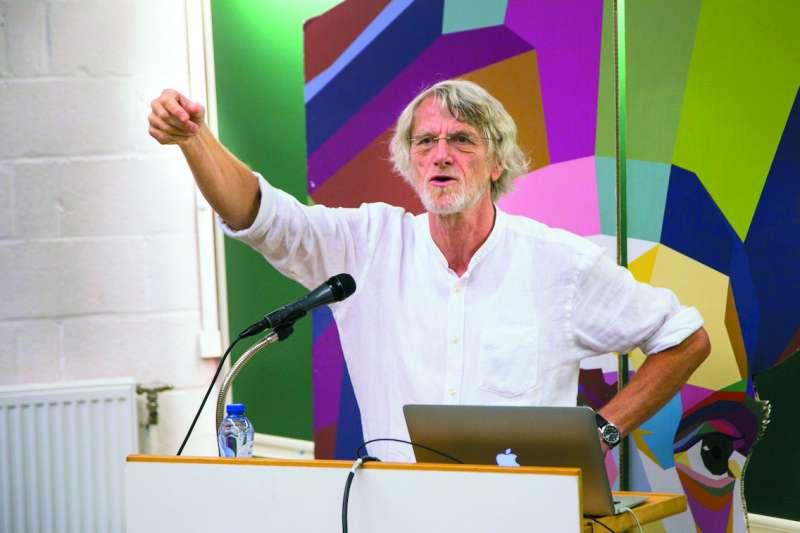 鬢髮已白的范.帕雷斯,來台宣揚他的UBI概念。(范.帕雷斯提供)