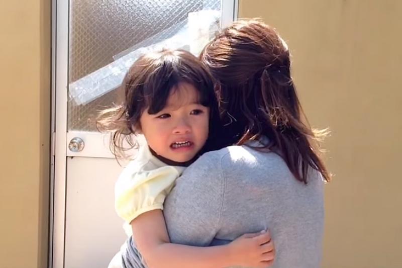 孩子愛發脾氣是許多家長容易遇到的問題,父母也常為了教養的問題而頭痛不已。(示意圖非本人/翻攝自youtube)