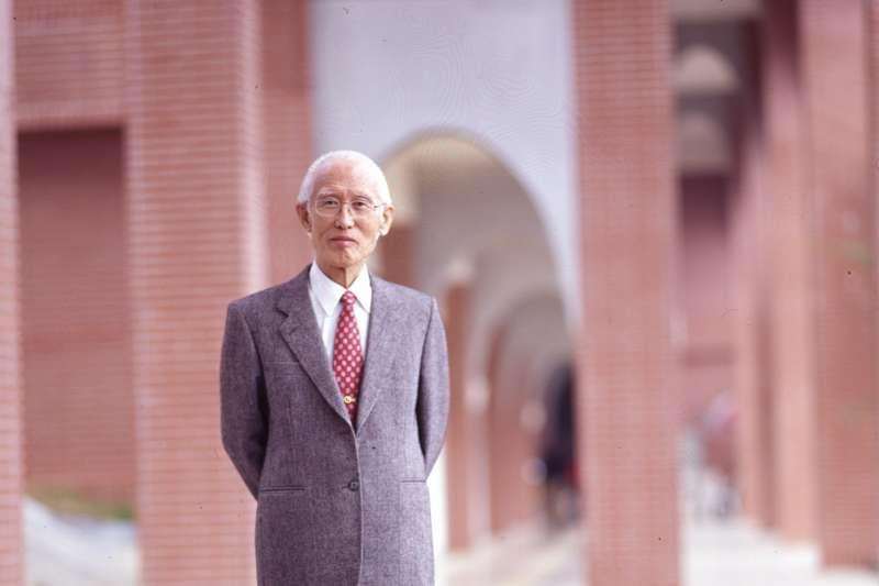 2017年12月14日,詩人余光中日病逝高雄醫學大學附設醫院,享壽90歲(中山大學)