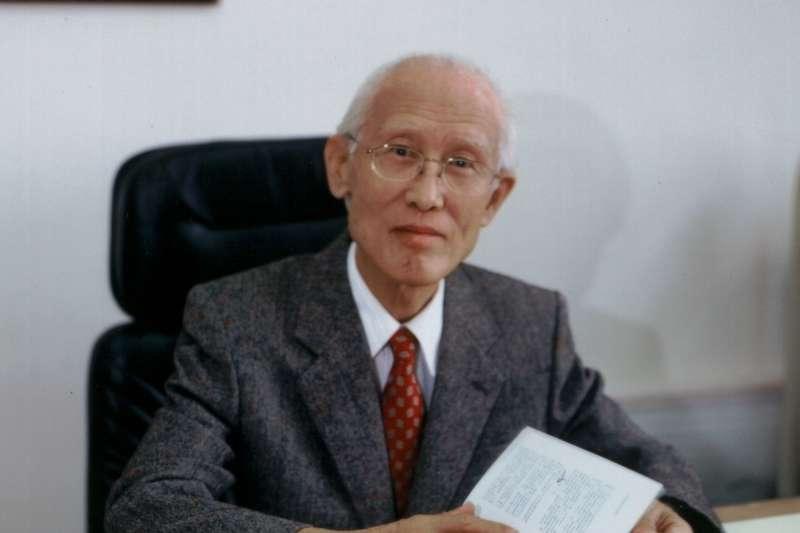 2017年12月14日,詩人余光中日病逝高雄醫學大學附設醫院,享壽90歲。(中山大學)
