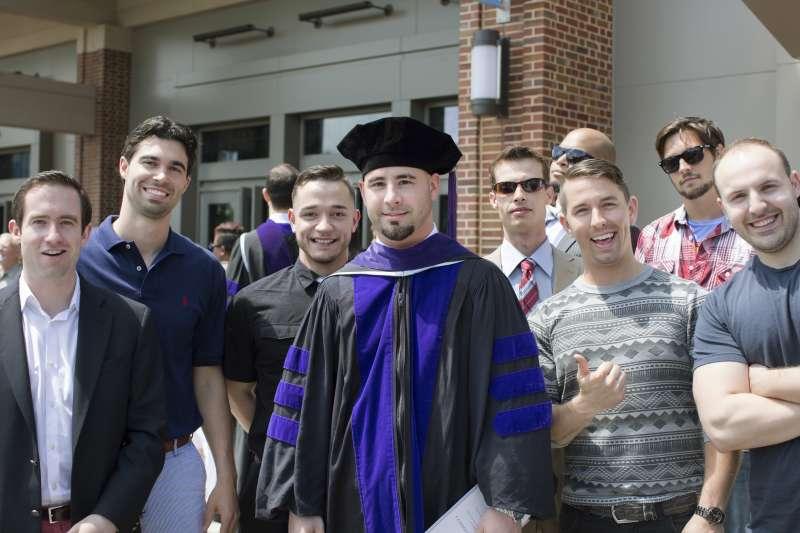 安德森(Jamey Anderson)順利於北卡羅來納大學法學院畢業。(美聯社)