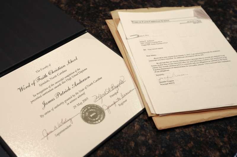 安德森(Jamey Anderson)的高中畢業證書。(美聯社)