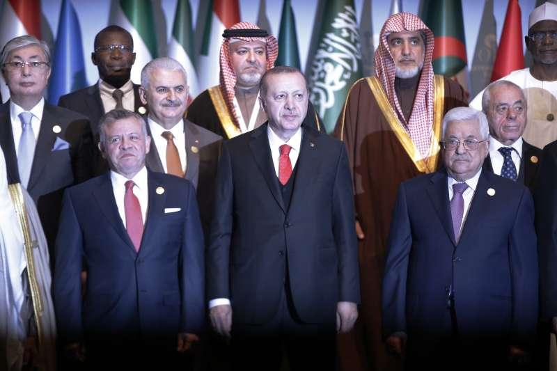 伊斯蘭合作組織承認東耶路撒冷為巴勒斯坦首都,圖中為土耳其總統艾爾多安,右為巴勒斯坦自治政府主席阿巴斯(AP)