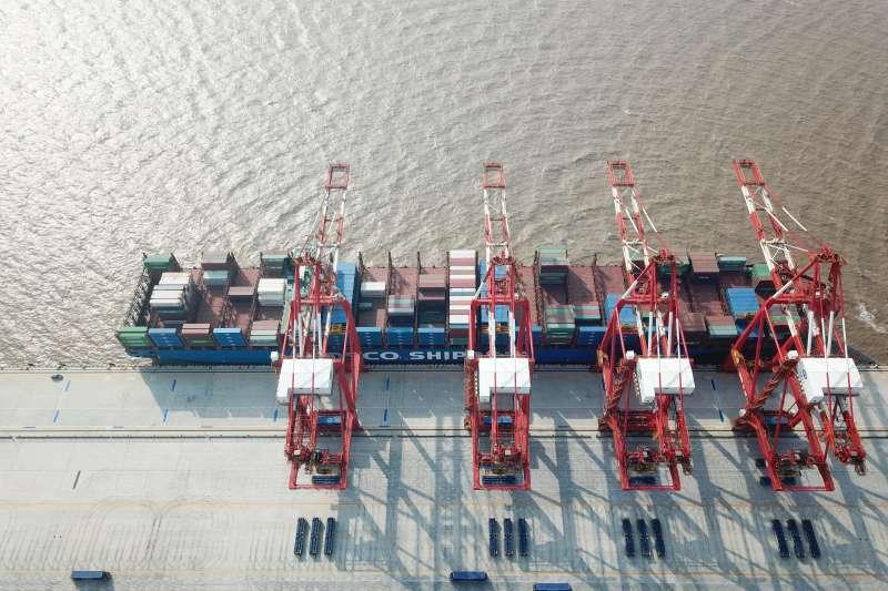 航拍上海洋山深水港四期自動化碼頭(新華社)
