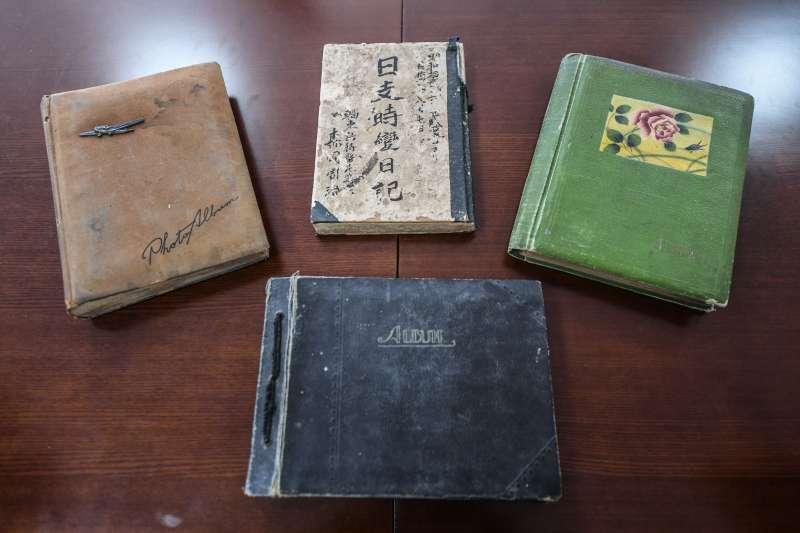 日軍侵華暴行又添新罪證,披露南京大屠殺更多細節。這是森岡周治日記及三本相冊(新華社)