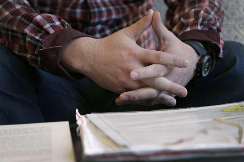 受害者之一安德森(Jamey Anderson)在離開教會後,不被允許參加其祖父的葬禮,甚至在訃告的家庭成員列表中被除名。(美聯社)