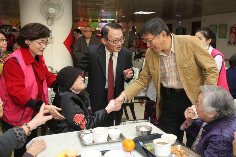 台北市長柯文哲表示,青銀共居就是青年與銀髮族共同居住。(台北市政府提供)