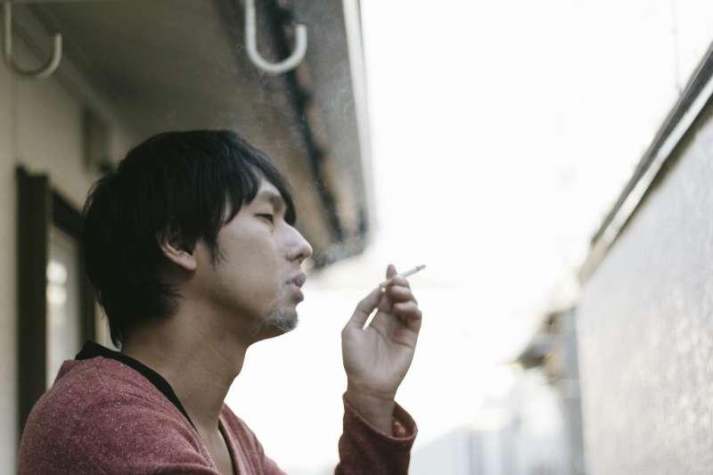 把菸塗成綠色,就能有效戒菸嗎?(圖/すしぱく@pakutaso)