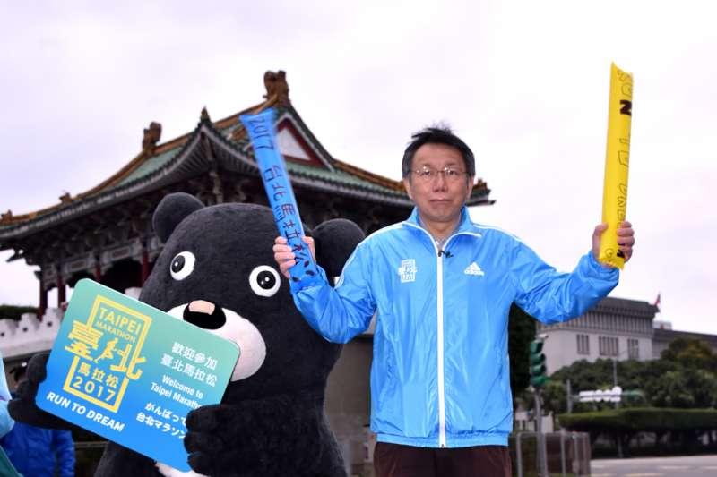 台北市長柯文哲在民調中領先群雄,不論是適任度還是好感度都拿第一。(資料照,北市府提供)