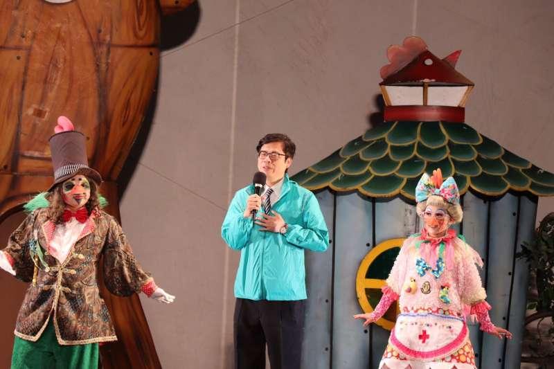 民進黨立委陳其邁16日表示,希望高雄市很快能夠有更多像紙風車的有名在地劇團,夠代表高雄到319鄉鎮走透透。(圖/陳其邁辦公室提供)