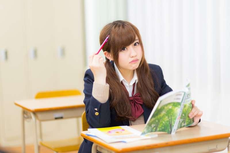 每天上那麼久的課,誰有力氣看書?(圖/すしぱく@pakutaso)