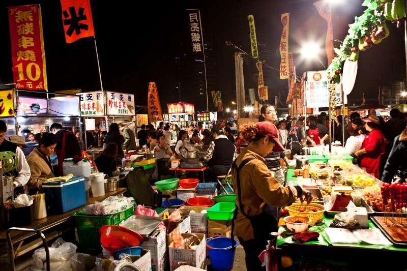 「大大武花大武花」分別代表台南的大東夜市、武聖夜市、花園夜市,此外,小北夜市也是美食聚集地!(圖/LH Wong@flickr)