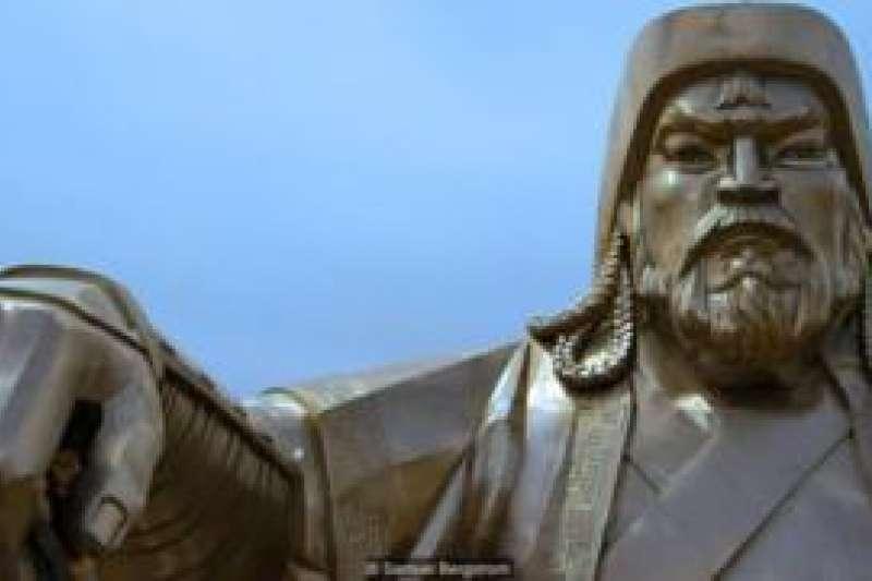 成吉思汗是13世紀蒙古統一和蒙古帝國的締造者,被許多蒙古人當作民族英雄和祖先來崇拜。(BBC中文網)