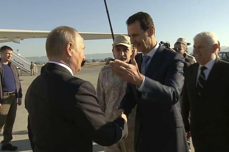 敘利亞總統阿塞德(Bashar al-Assad,右2)與俄羅斯總統普京(Vladimir Putin)。(AP)
