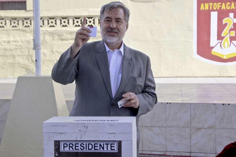 智利總統決選:左派候選人奎利爾落敗(AP)